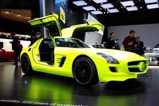 The future of the super sports car, the gullwing door Mercedes-Benz AMG E-CELL