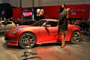 Alfa Romeo rolls the covers off the 4C Concept